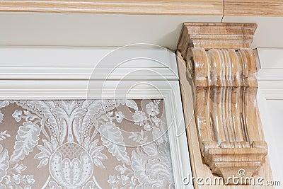 Element van muurdecor dichtbij het plafond