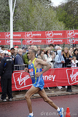 Elite runner in london 2010 marathon Editorial Photo