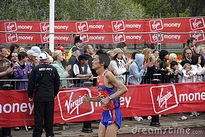 Elite runner in london 2010 marathon Editorial Stock Image