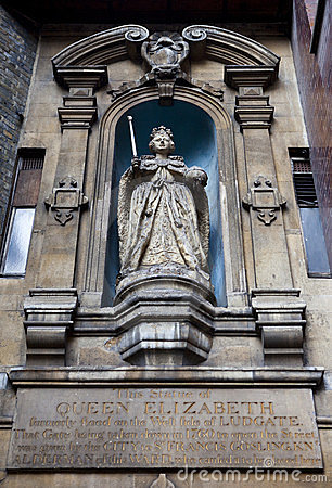 Elizabeth I Statue at St Dunstan-in-the-West Editorial Photography