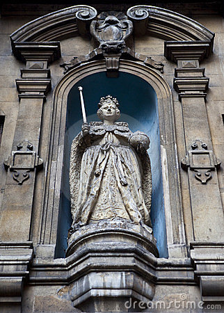 Elizabeth I Statue at St Dunstan-in-the-West Editorial Stock Image