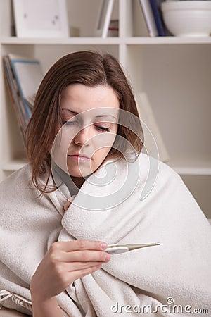 Ella sufre un frío