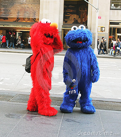 Elmo and Cookie Monster working in NY Editorial Stock Image