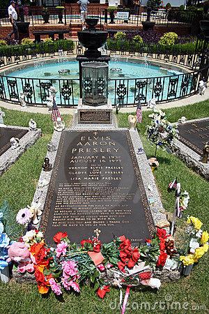 Elvis Presley grave Editorial Photo