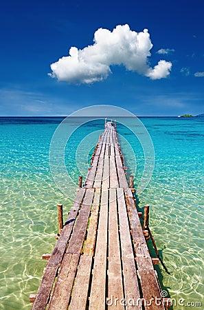 Embarcadero de madera, isla de Kood, Tailandia