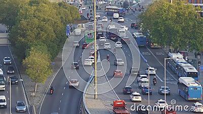 Embouteillage à Madrid près de la gare d'Atocha Vue aérienne et mouvement accéléré banque de vidéos