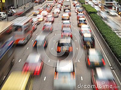 Embouteillage dans la ville la nuit