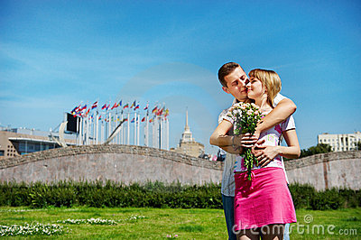 Embrace romantic lovers on city
