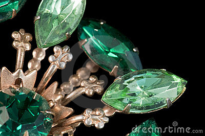 Emerald green vintage brooch