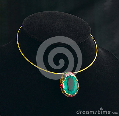 Emerald pendant and golden necklace