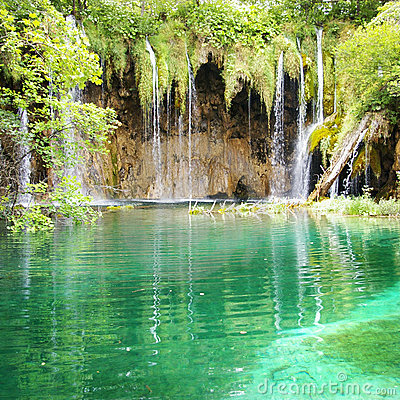 Free Emerald Waterfall Stock Photo - 4210360