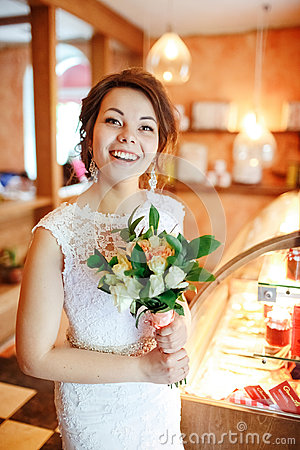 Free Emotional Beautiful Bride With Wedding Bouquet In Interior, Joyful Surprised Face, Facial Expression. Royalty Free Stock Image - 71329066