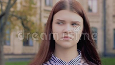 Emotional Video Portrait Nodding Not Approvingly Beautiful Young Girl Stock Video Video Of Confused Cute 131701095