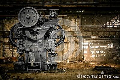 Empresa metalúrgica velha que espera uma demolição