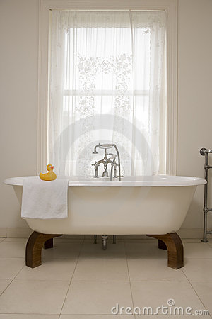 Free Empty Bathroom Royalty Free Stock Photography - 5686907