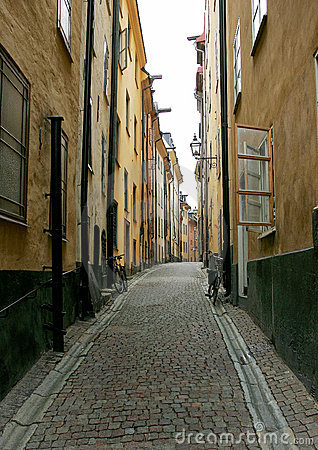 Free Empty Cobblestone Alleyway With Bicycles Stock Photo - 17187140