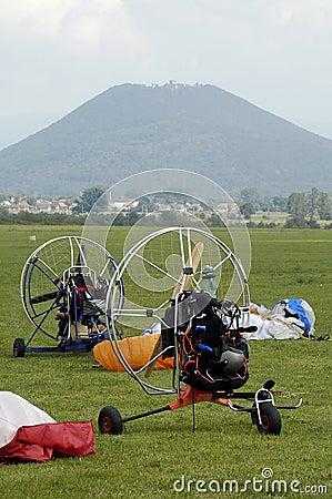 Empty paragliding machines