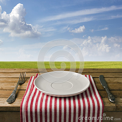 Free Empty Plate With Fork And Knife Royalty Free Stock Photos - 27040648