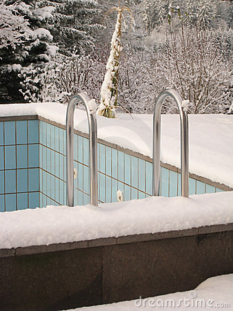 Empty pool in winter