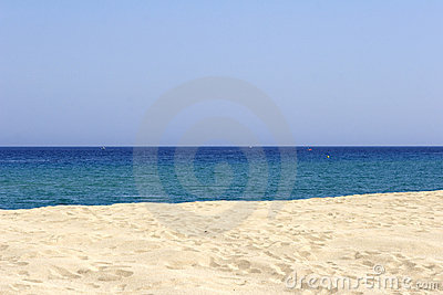Empty sandy beach and sea, cor