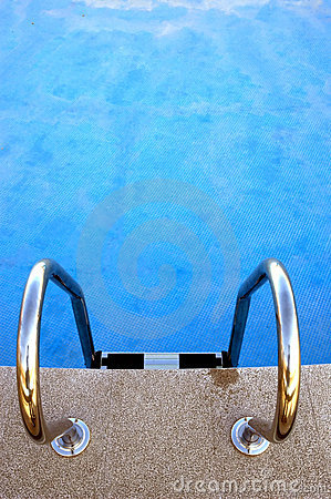 Free Empty Swimming Pool Royalty Free Stock Images - 1336749