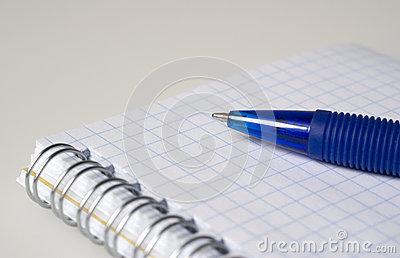 Blått skrivar och anteckningsboken