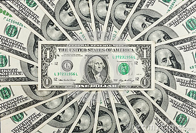 En dollar ligger mot bakgrunden av hundra-dollaren räkningar