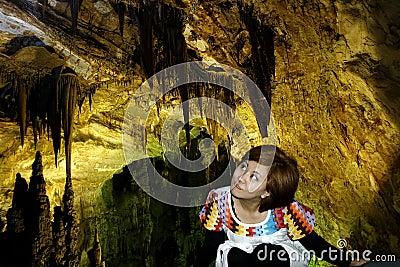 En el turismo de la cueva