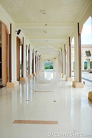 En korridor på moskén Baitul Izzah
