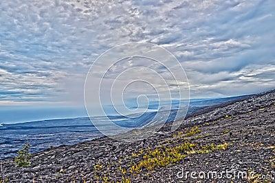 Encadenamiento del camino de los cráteres en la isla grande Hawaii