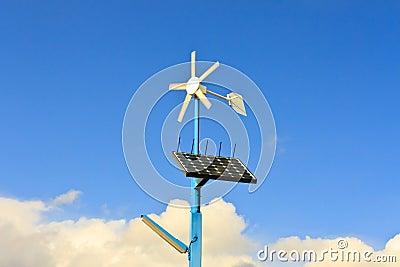Energía renovable de los paneles solares y de la turbina de viento
