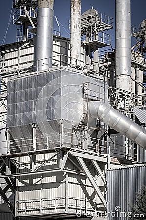 Energie, pijpleidingen en torens, zware industrieoverzicht