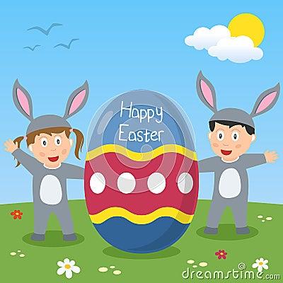 Enfants heureux de lapin de Pâques