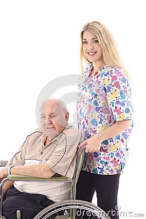 Enfermeira que ajuda o paciente idoso