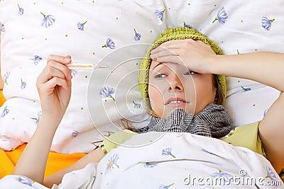 Enfermo de sensación y tener alta fiebre