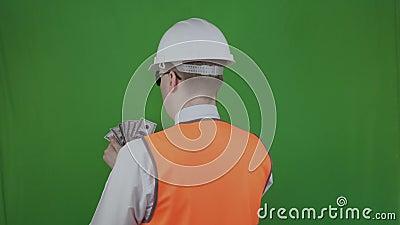 Engenheiro ou construtor conta dinheiro das obras Bribe, enxerto Cromakey Chefe com salário ou salário video estoque