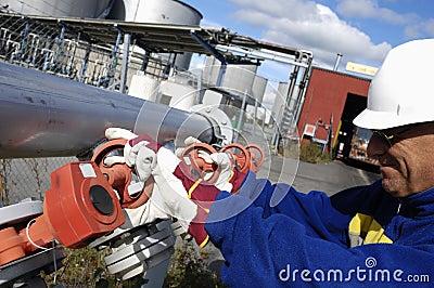 Engineer turning pipeline