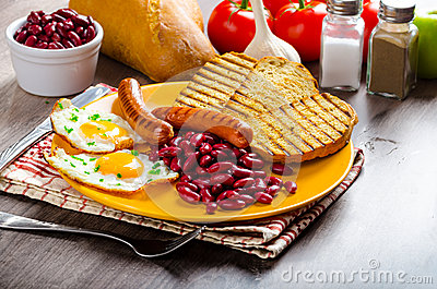 english-breakfast-garlic-toast-fried-egg-beans-english-breakfast-toast ...