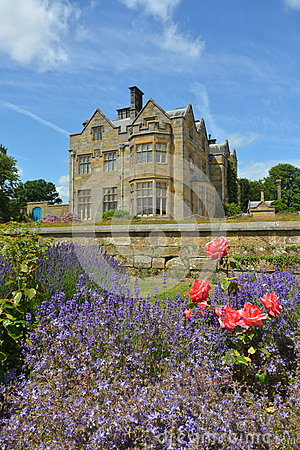 Free English Country House Stock Image - 42237001