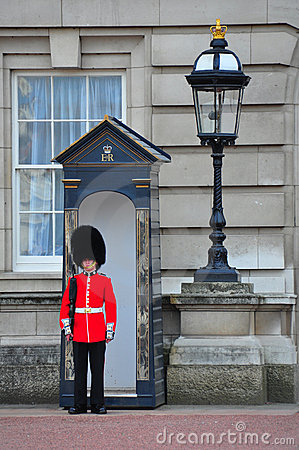 Free English Queen S Guard, London Stock Images - 14060604