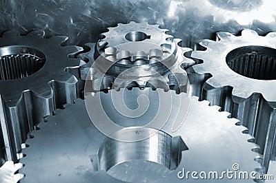 Engranajes de acero contra el titanio