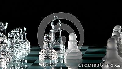 On enlève une autre pièce d'échecs banque de vidéos