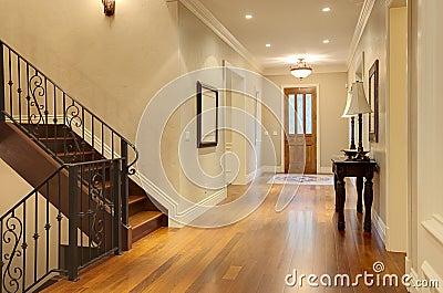 Entr e la maison de luxe de vestibule photos libres de droits image 16240358 - Gang huis ...
