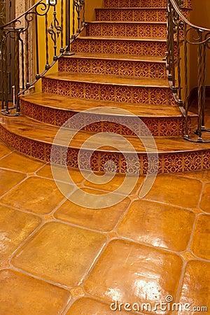 Entrée avant intérieure à la maison d escalier de manoir
