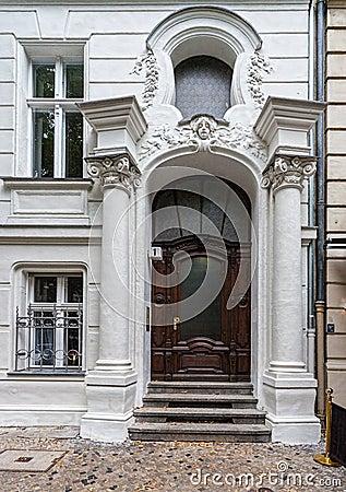 Entr e principale de la maison g orgienne images stock image 33573784 - Porte principale maison ...