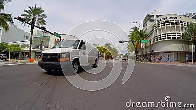 Entraînement sur Collins Avenue Miami Beach banque de vidéos