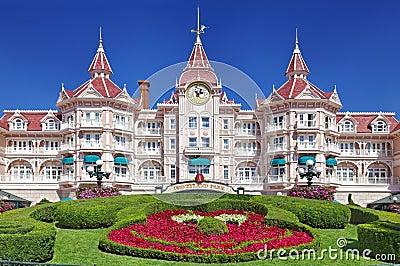 Entrada en Disneylandya París Foto editorial