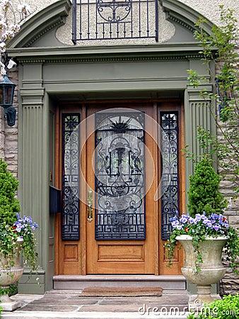 http://thumbs.dreamstime.com/x/entrada-la-casa-elegante-4471996.jpg