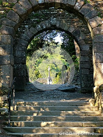 Free Entrance Gate And Stone Stairs At Glendalough Royalty Free Stock Photo - 113949435