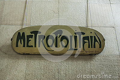 Entrance sign for the Metropolitain
